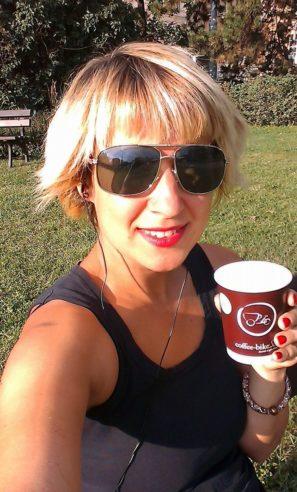 S kávou